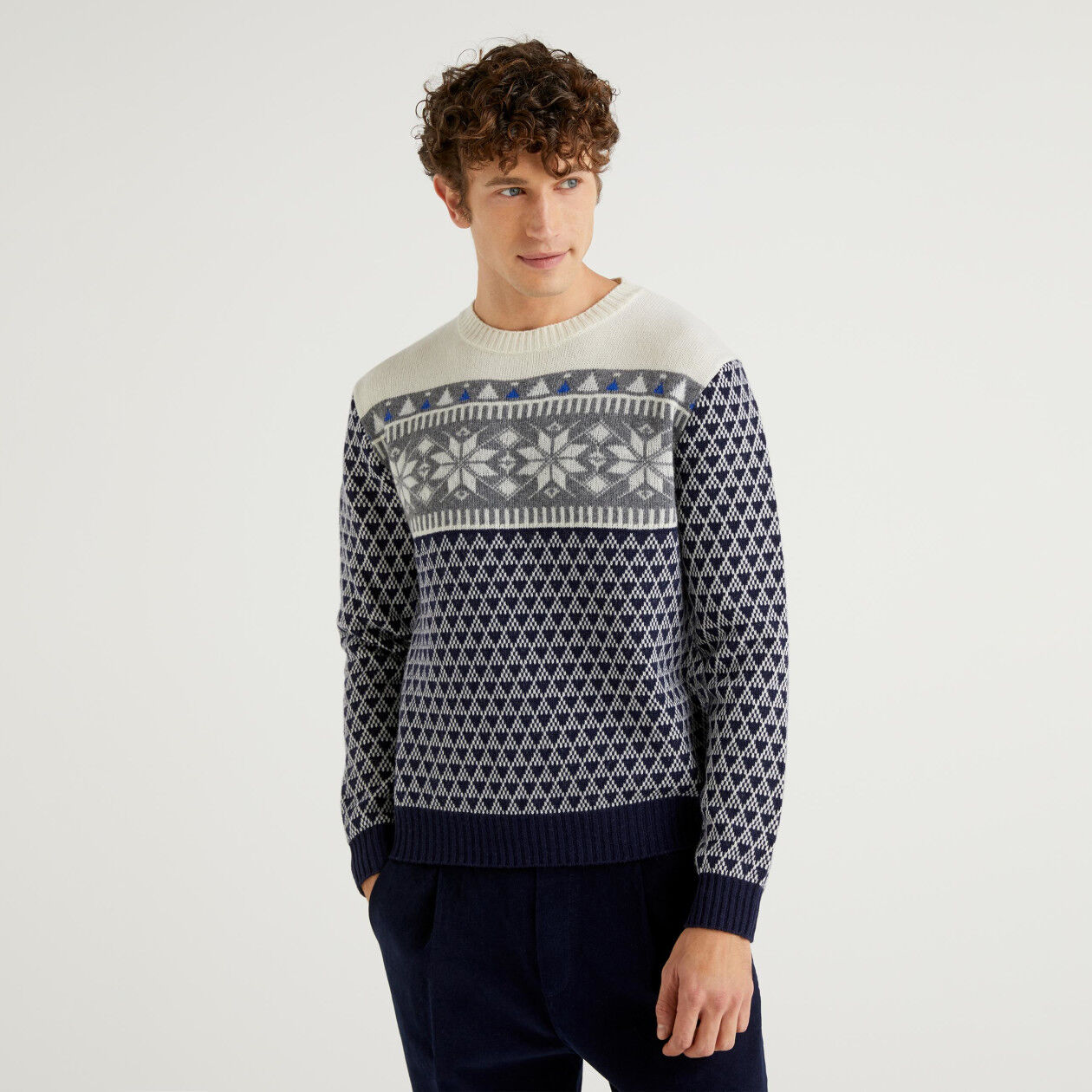 Round neck jacquard sweater