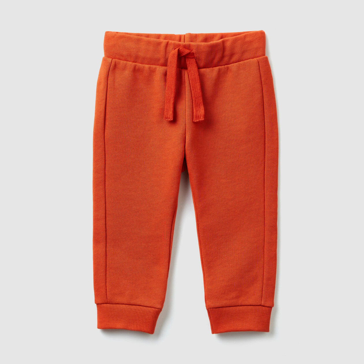 Jogging trousers with drawstring