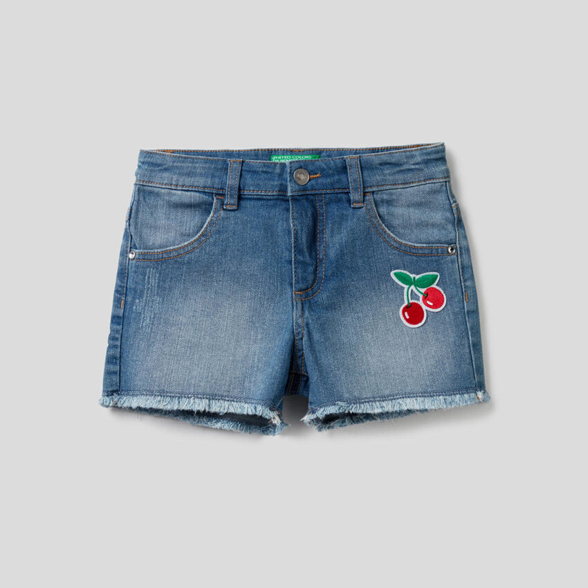 Jean shorts with patches