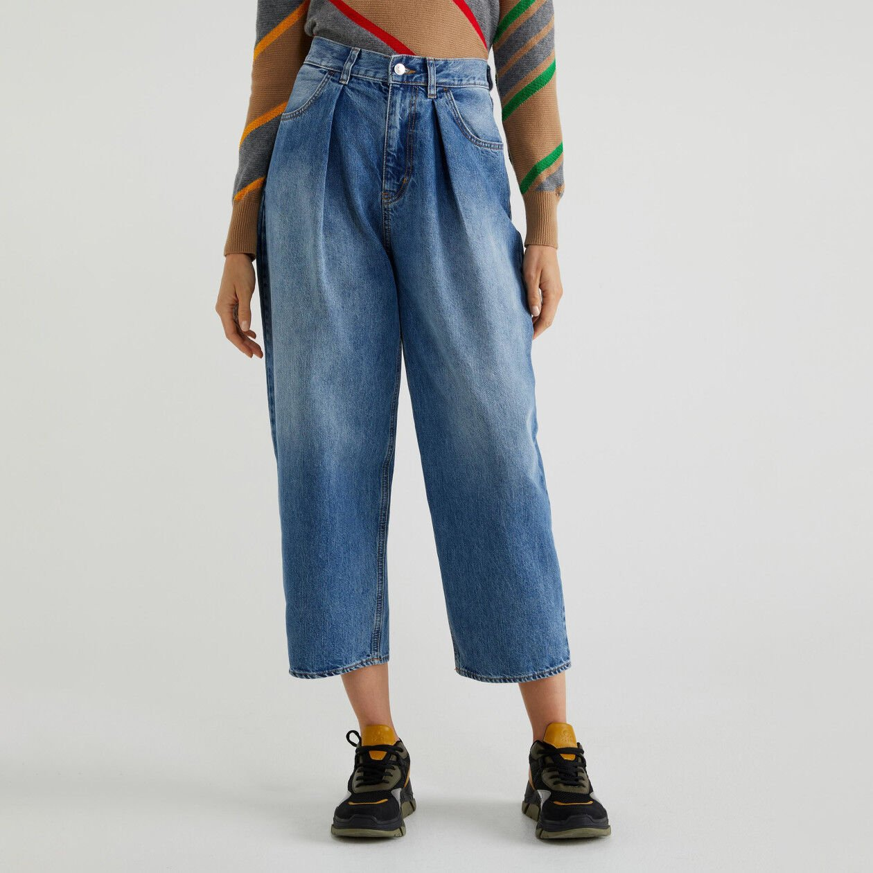 Boyfriend jeans with creases