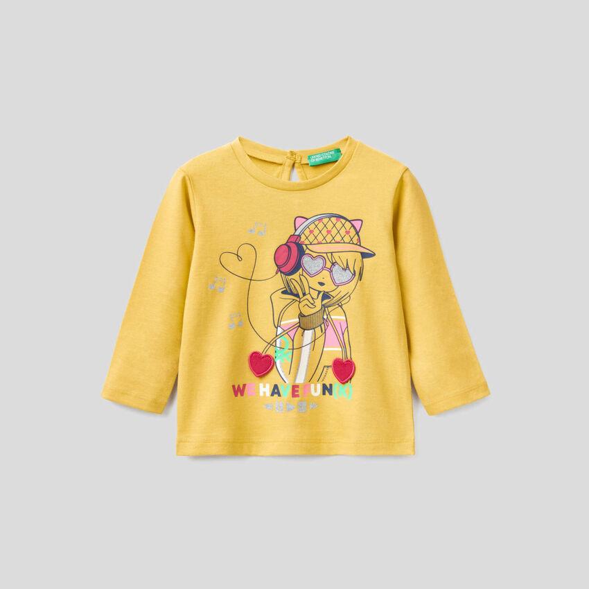 100% organic cotton t-shirt with applique